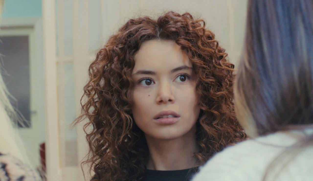 Sirin recibe la inesperada visita de Ceyda y Yeliz para hacer justicia por toda su maldad