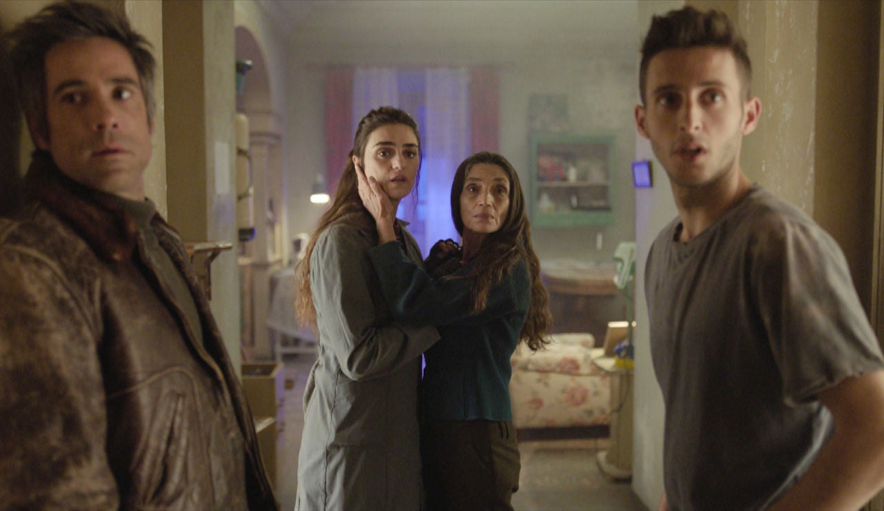 Una visita inesperada, a punto de descubrir el secreto de la familia Pérez Noval