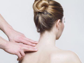 Teletrabajo: 4 ejercicios para aliviar el dolor de espalda y cuidar tu postura al trabajar