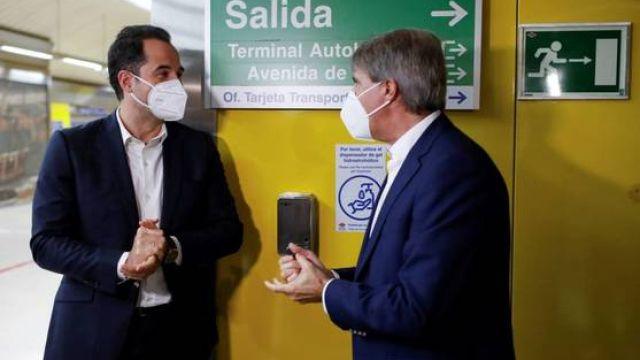 Ignacio Aguado, vicepresidente de la Comunidad de Madrid, y Ángel Garrido, consejero de Transportes