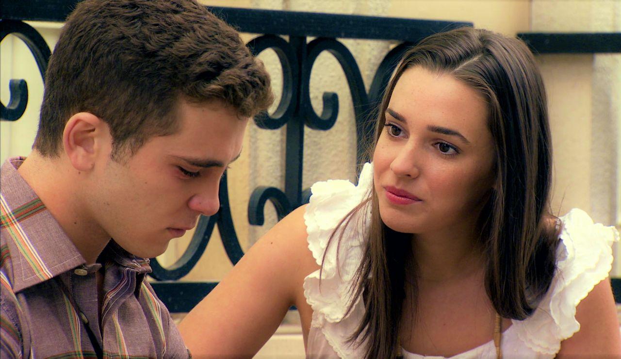 Manolín confiesa a Emma el difícil pasado de Marisol y la futura pareja acerca posturas