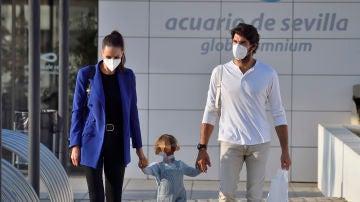 El día familiar de Eva González y Cayetano Rivera con su hijo