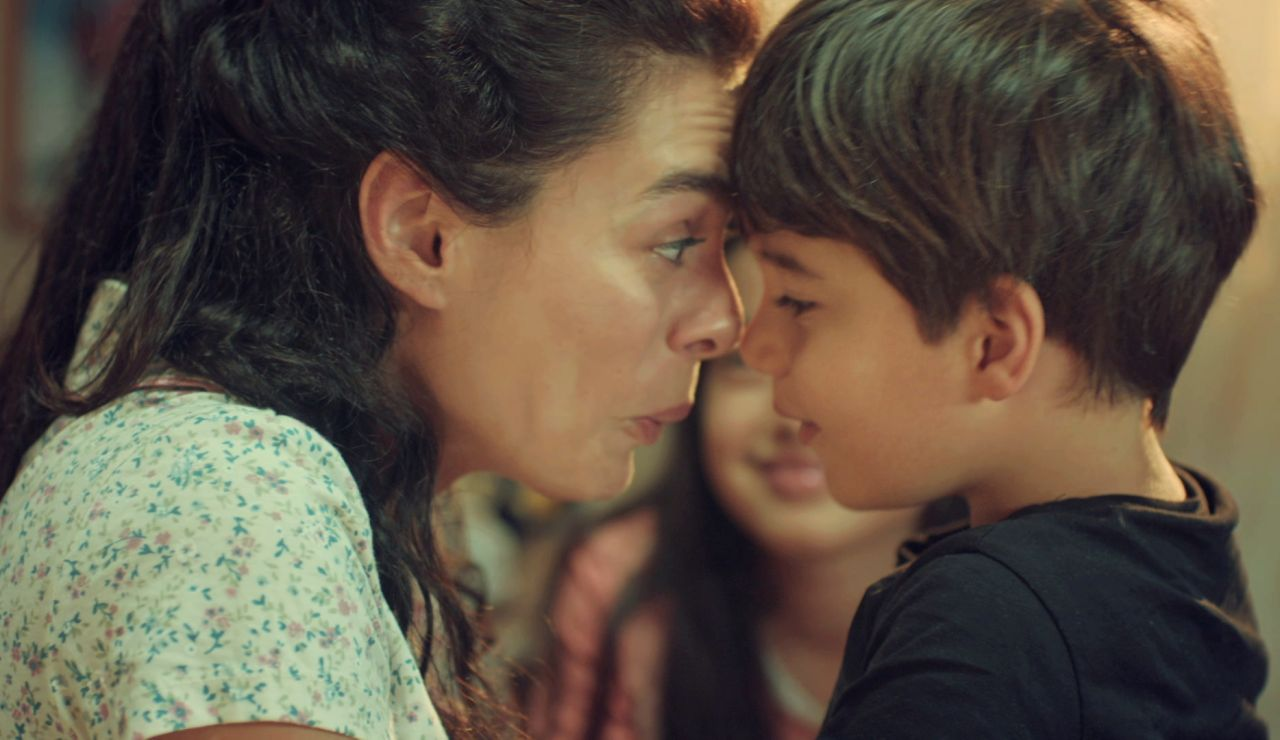 """Bahar explica a Nisan y Doruk dónde está su padre: """"Nos está mirando desde su escondite siempre"""""""