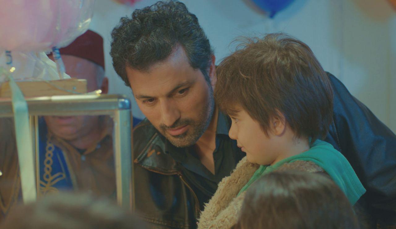El dulce y 'paternal' detalle de Arif con Nisan y Doruk