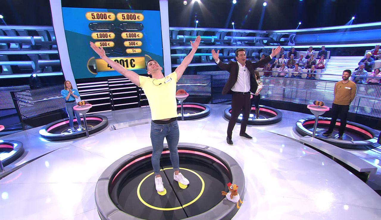 Momento histórico en '¡Ahora caigo!': Arturo Valls indulta a un concursante gracias a la presión de Palmira