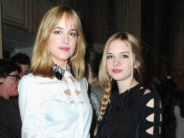 Las hermanas Dakota Johnson y Stella del Carmen Banderas