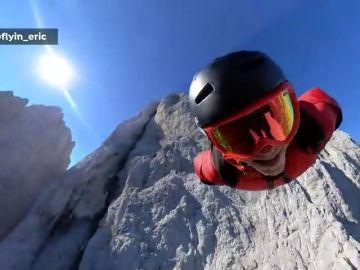 Nunca antes se había visto un salto base así: la espectacular secuencia de Eric Magut en los Dolomitas