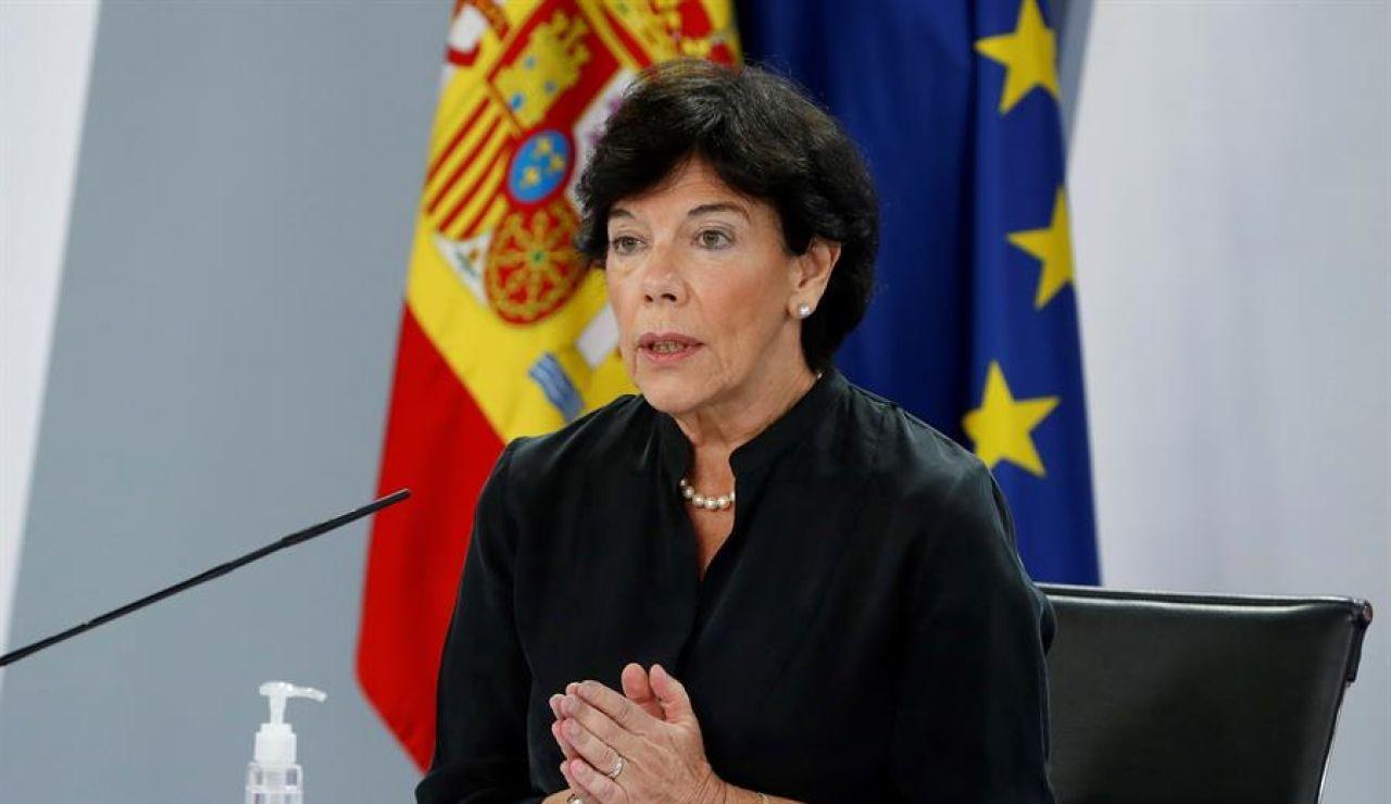 """Isabel Celáa confirma que hay """"2.852 aulas"""" en cuarentena por coronavirus: """"El 0,73% del total"""""""
