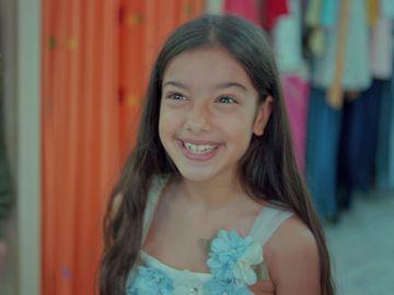 Nisan, la niña más feliz del mundo con su vestido de princesa