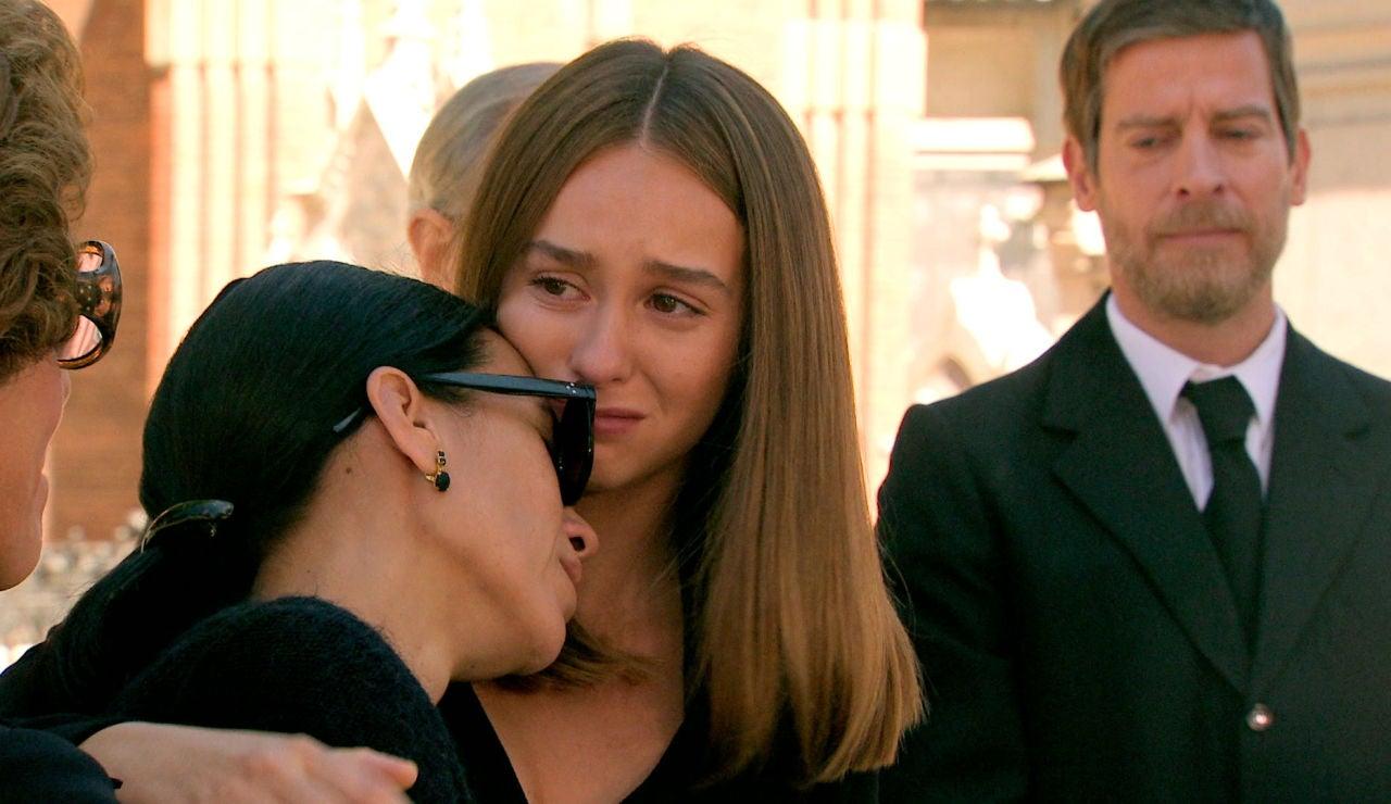 Rotos de dolor, la familia Gómez Sanabria dice el último adiós a Marisol