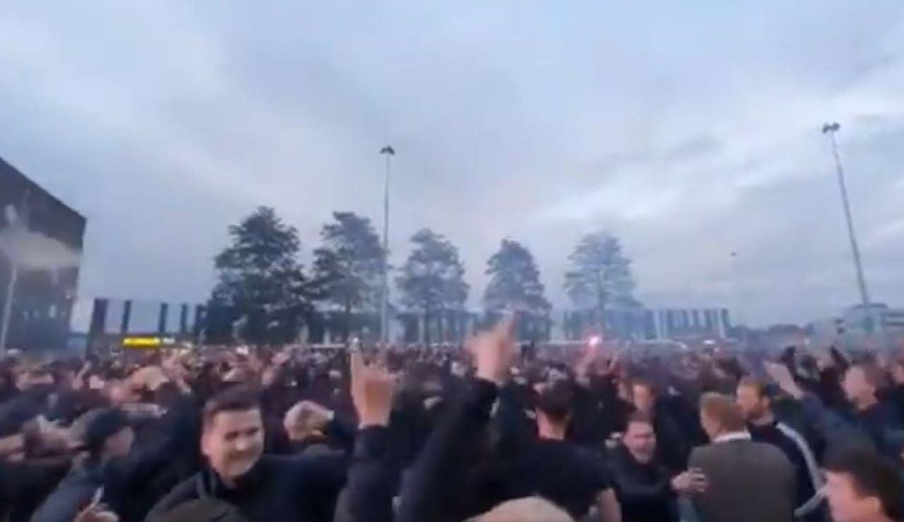 Cientos de aficionados del Willem II se concentran en Holanda