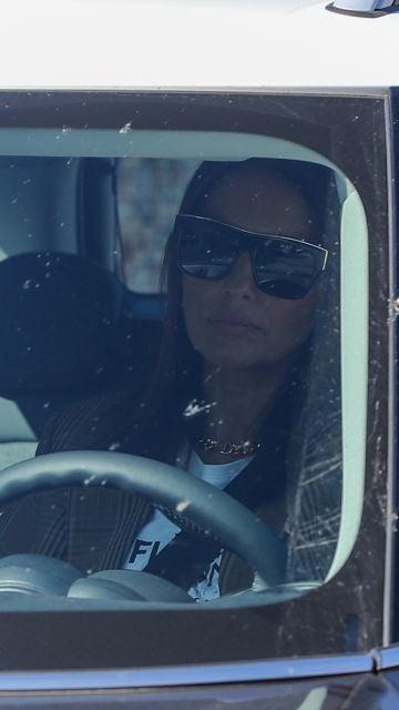 Paula Echevarría en el coche tras abandonar el centro comercial