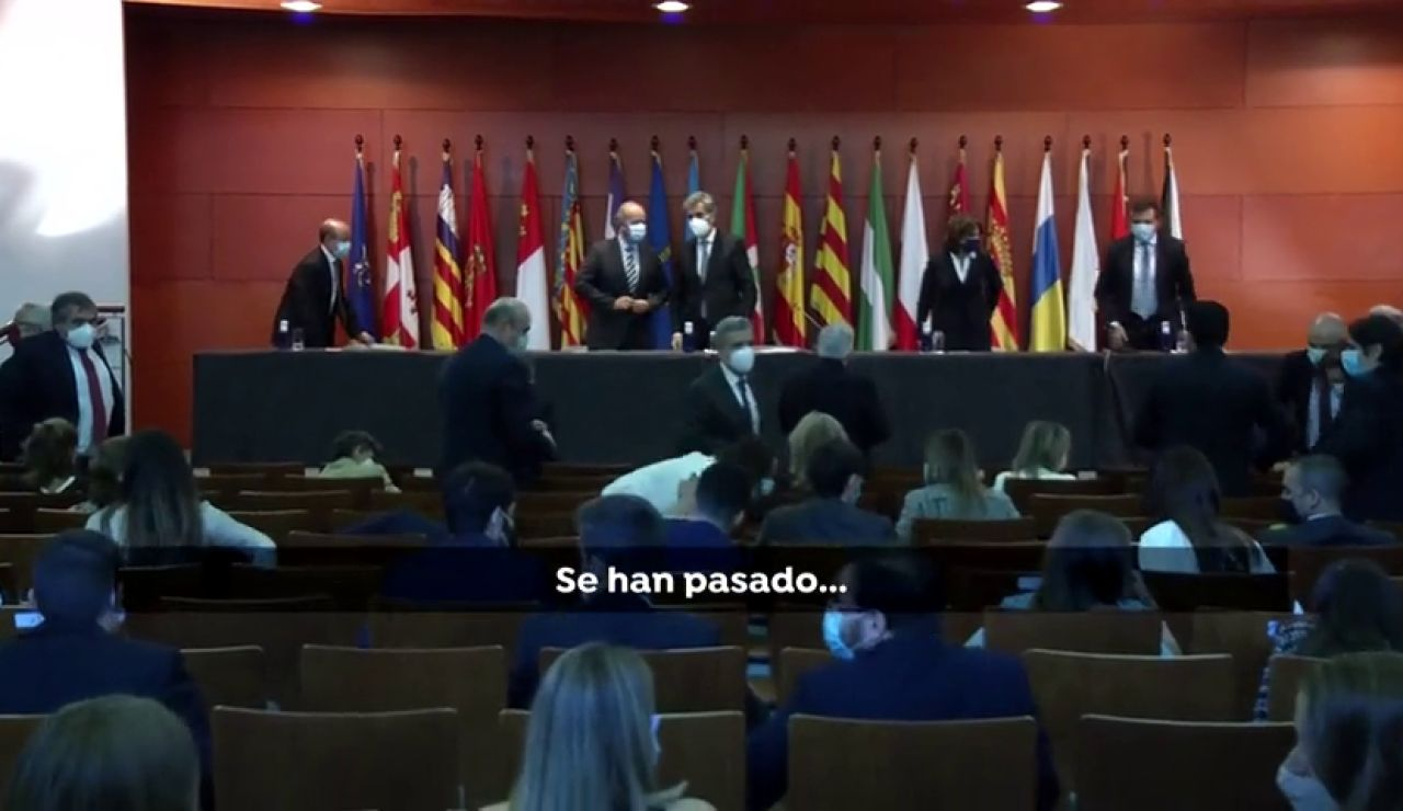 """El ministro de Justicia, Juan Carlos Campo, dice que los jueces """"se han  pasado"""" finalizando la entrega de despachos con un """"Viva el rey"""""""