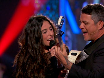 'Corazón partío' llena el plató de 'La Voz' de emoción en las voces de Alejandro Sanz y Virginia Elósegui