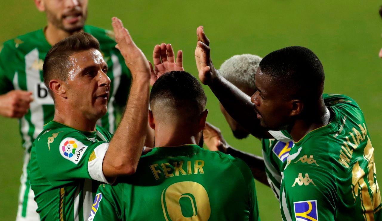 Joaquín celebra un gol junto a sus compañeros