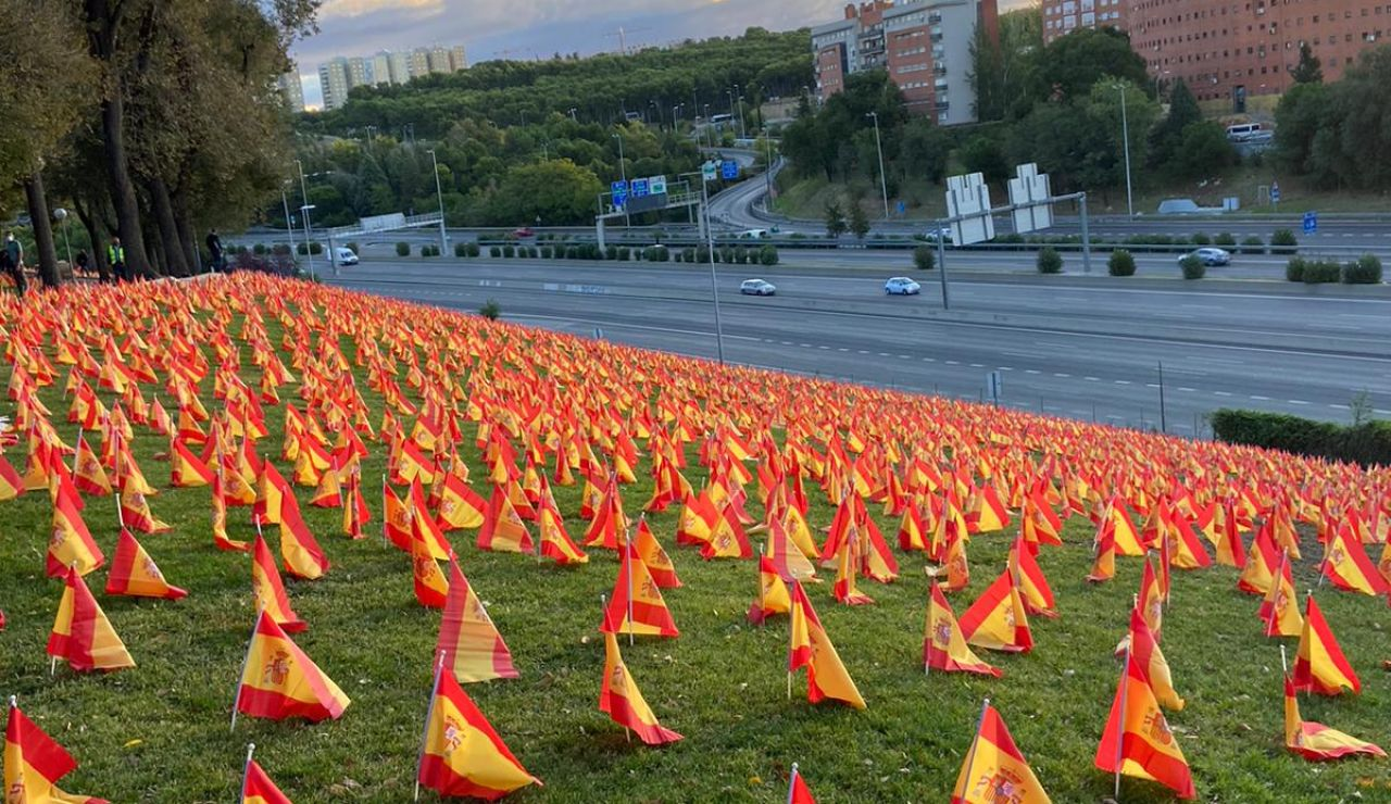 Colocan 53.000 banderas en Madrid