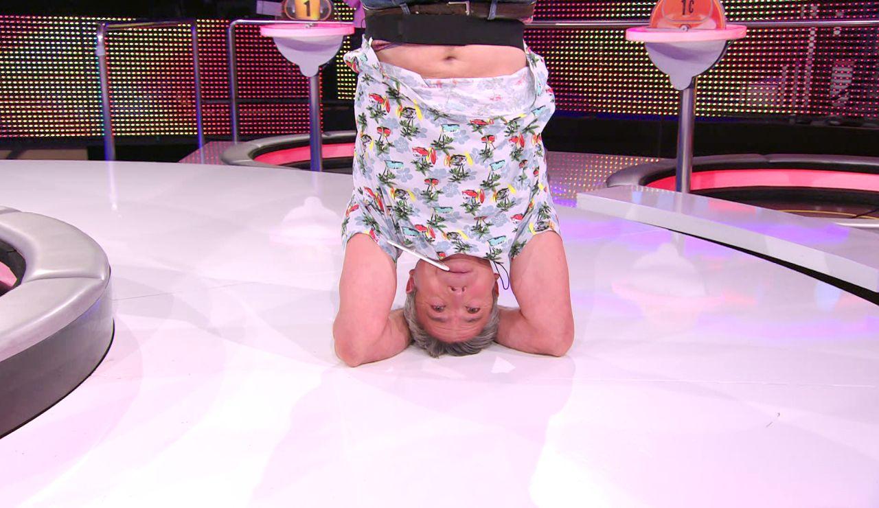 ¡Increíble! Un concursante pone 'patas arriba' el plató de '¡Ahora caigo!' con su postura de yoga