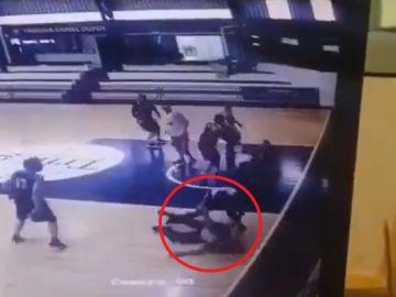 Un jugador de baloncesto manda al hospital al árbitro tras darle una paliza en pleno partido