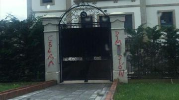 Aparecen pintadas en la vivienda de Isabel Celaá en País Vasco pidiendo su dimisión