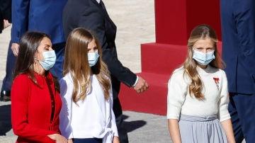 La reina Letizia y sus hijas, la princesa Leonor y al infanta Sofía