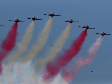 ¿Por qué la Patrulla Águila ha pintado mal la bandera de España en el cielo durante el desfile del Día de la Hispanidad?