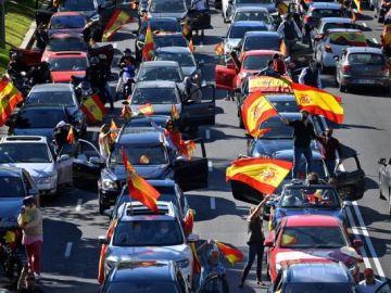Cientos de vehículos se manifiestan en Madrid contra el estado de alarma