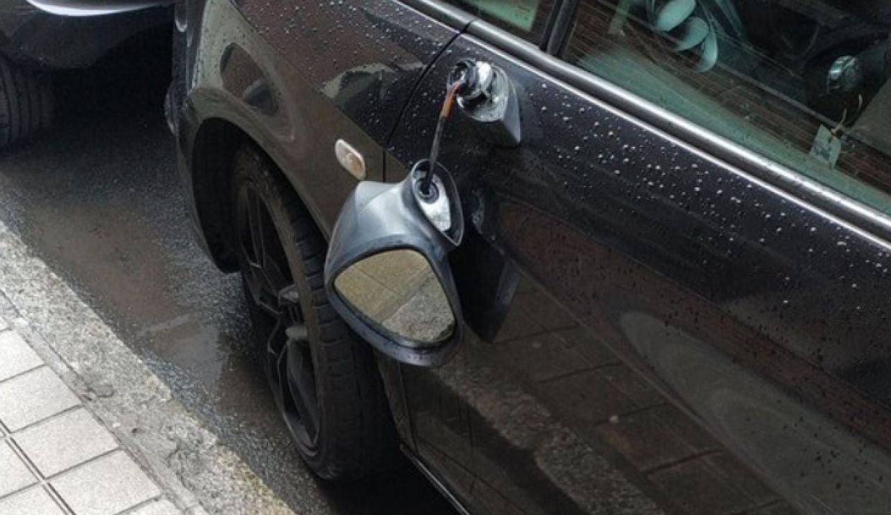 Retrovisor roto coche hijo Carlos Iturgaiz