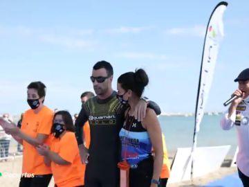 Alberto Lorente bate el récord del mundo nadando 50 kilómetros a ciegas en el Mar Menor