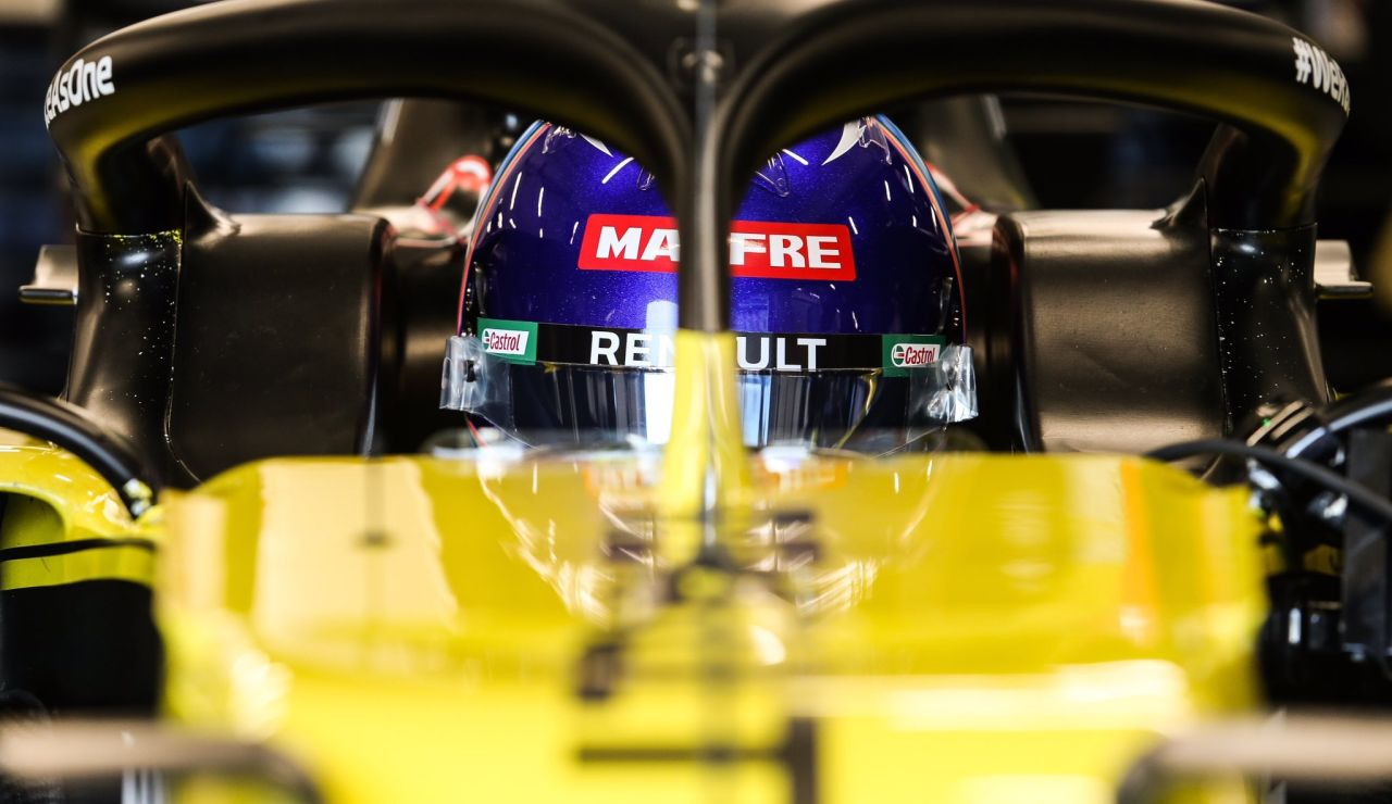 Fernando Alonso, subido en el monoplaza
