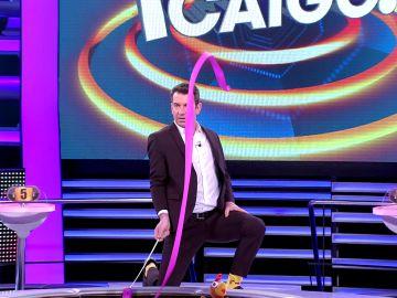 Las curiosas consecuencias de la afición de Arturo Valls por la gimnasia rítmica en '¡Ahora caigo!'