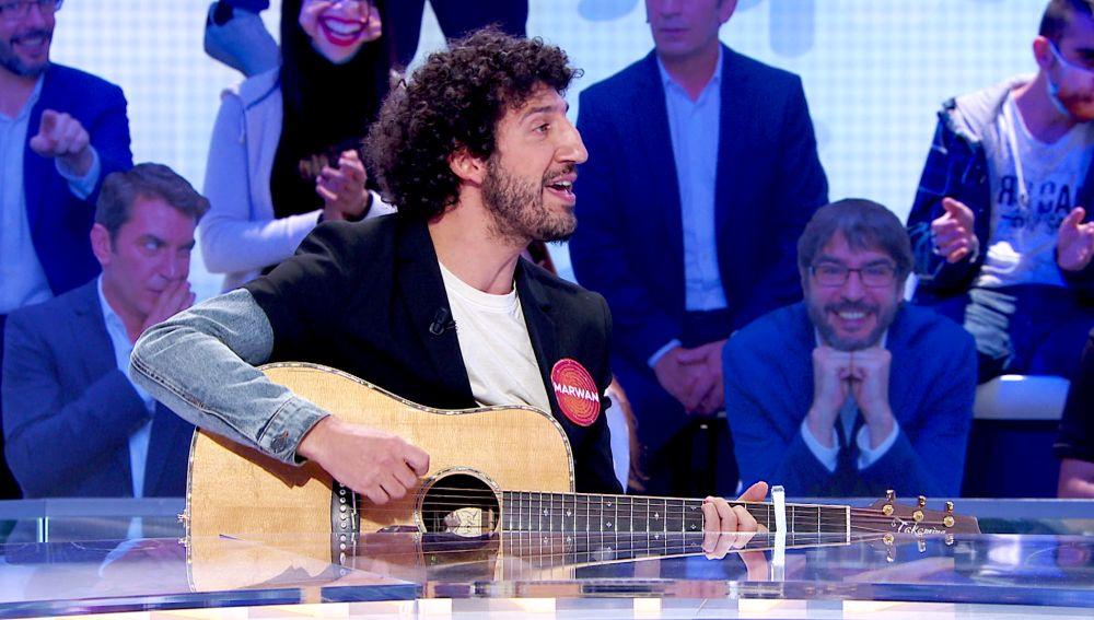 Marwan nos regala en 'Pasapalabra' una espectacular actuación en directo con la guitarra cantando 'La pareja interminable'