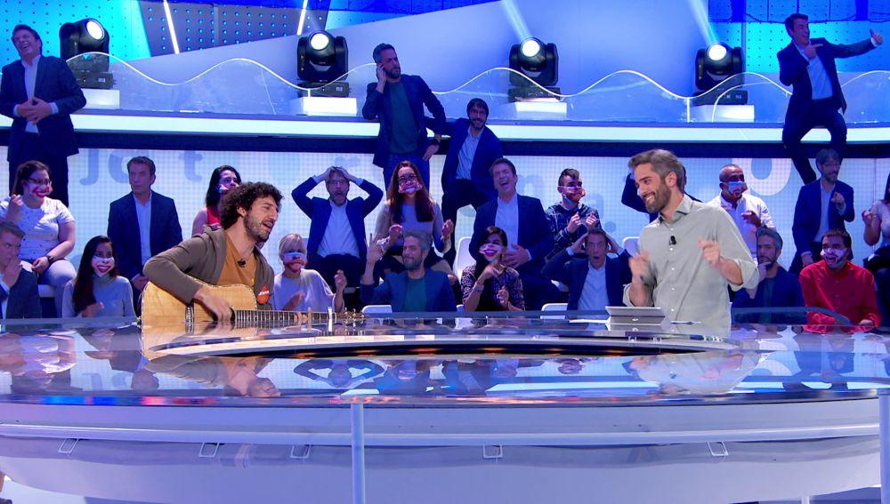Marwan y Roberto Leal improvisan con 'Cinco gramos de resentimiento', una canción dedicada a los haters