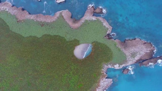 VÍDEO: Descubre una playa escondida dentro de un crater en una isla de México