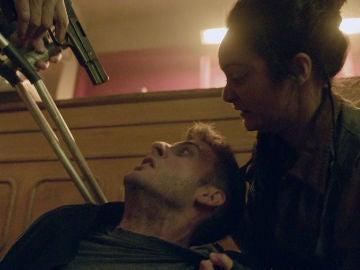 """Iris y su padre, dispuestos a matar a Álex: """"Por tu culpa ha muerto gente inocente"""""""