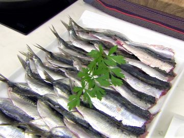 Karlos Arguiñano te enseña a limpiar correctamente las sardinas de sus espinas