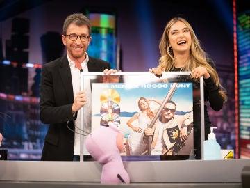 """Ana Mena recibe el Triple Disco de Platino en Italia y Disco de Oro en España por 'A un paso de la luna': """"Es un sueño para mí que me lo deis en 'El Hormiguero 3.0'"""