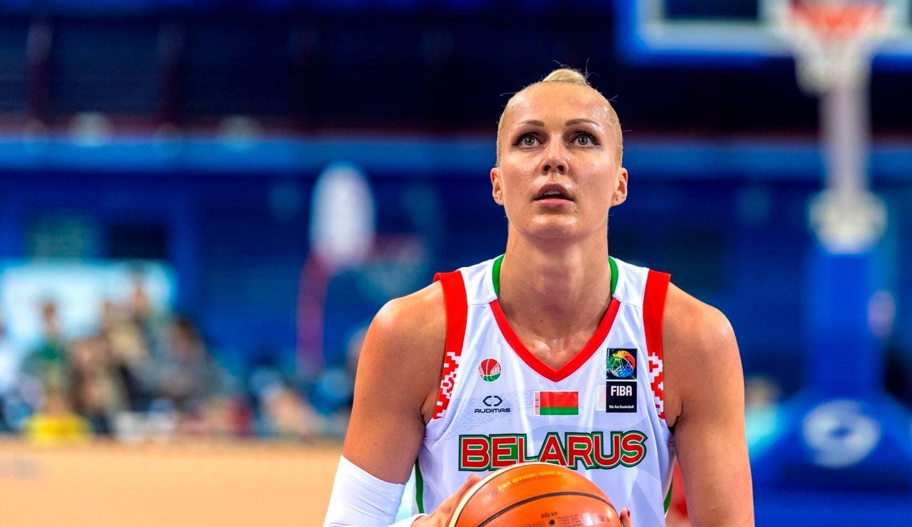 La jugadora de baloncesto Yelena Levchenko durante un partido disputado con la selección de Bielorrusia
