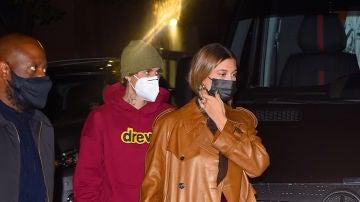 La arriesgada combinación de colores de Hailey Bieber, la mujer de Justin bieber