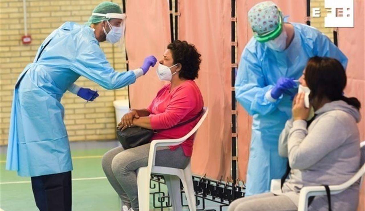Andalucía marca un récord de contagios y roza los 3.000 positivos por primera vez en la segunda ola del coronavirus