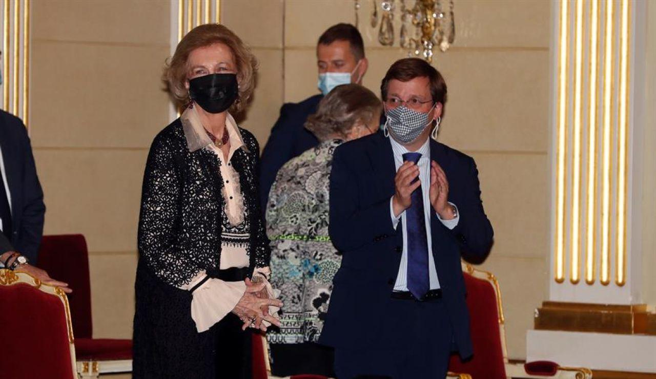 Larguísima ovación a la Reina Sofía en el Teatro Real de Madrid