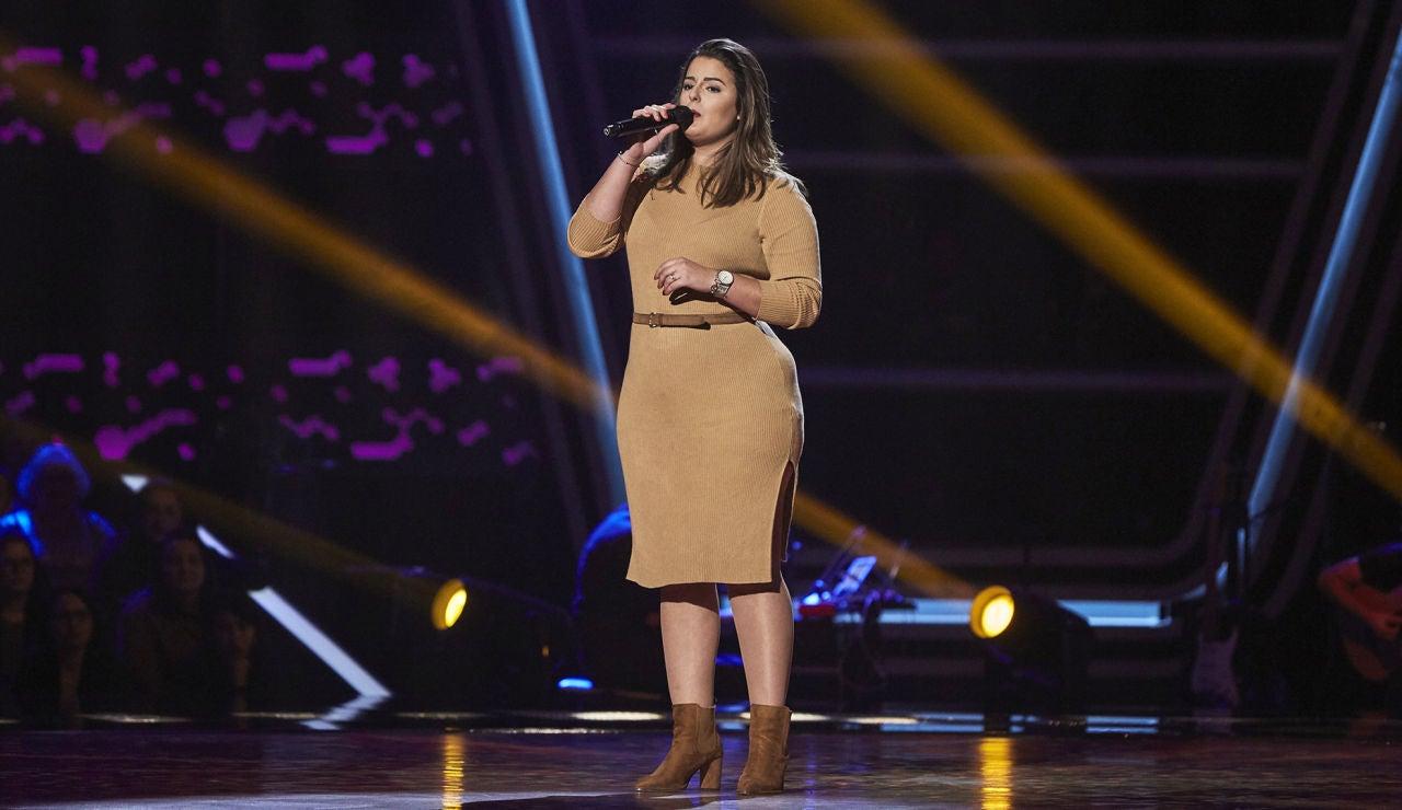 Alba Pérez enternece cantando 'Algo contigo' en las Audiciones a ciegas de 'La Voz'