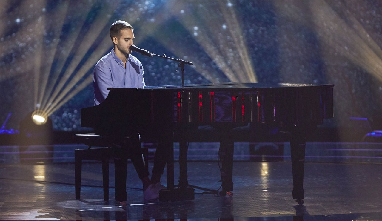 Adam Ainouz emociona interpretando 'I'm not the only one' de Sam Smith en las Audiciones a ciegas de 'La Voz'