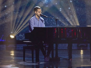 Adam Ainouz emociona interpretando 'I'm not the only one' de Sam Smith en las Audiciones a ciegas de 'La Voz'