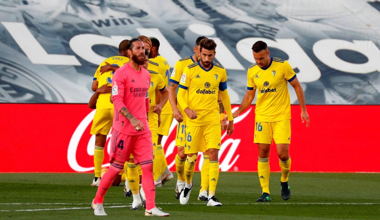 Los jugadores del Cádiz celebran el gol ante el Real Madrid