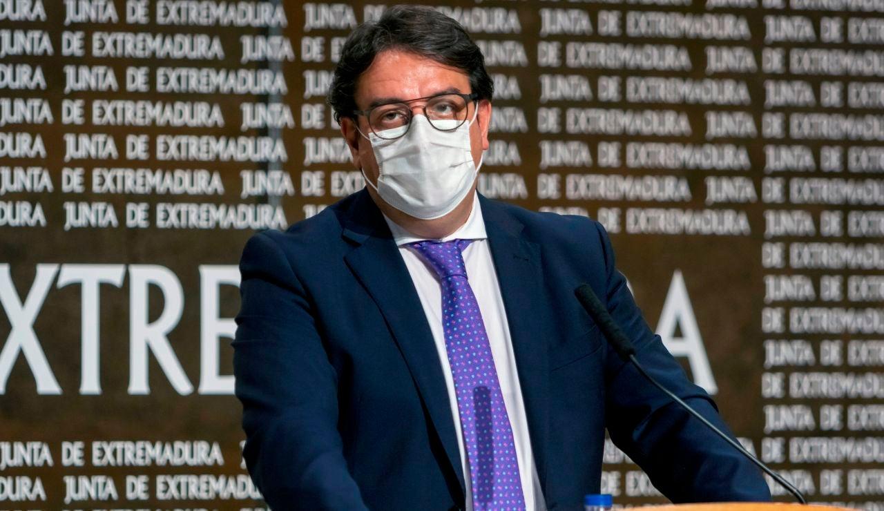 El vicepresidente segundo de la Junta de Extremadura y consejero de Sanidad, José María Vergeles