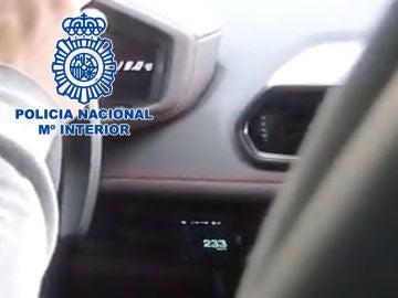 Un youtuber es detenido tras grabarse circulando a 233 km/h