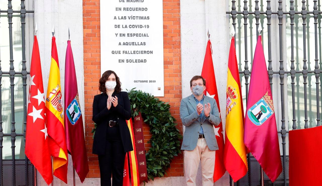 Isabel Díaz Ayuso y José Luis Martínez-Almeida, durante el homenaje de la Comunidad de Madrid a las víctimas de la COVID-19