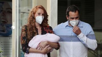 María Castro, con su hija y su marido Juan José Villalba