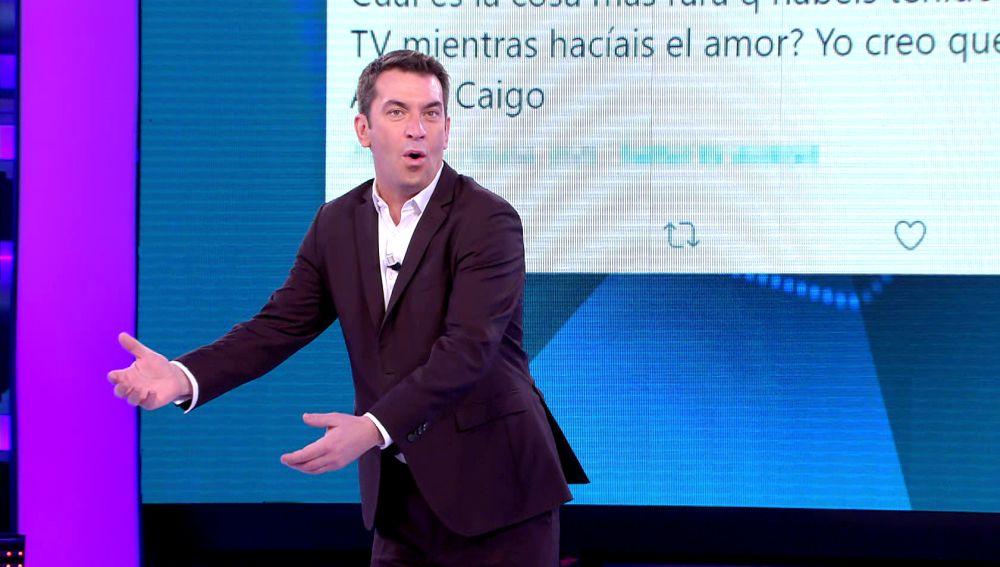 """""""Esto es real, vais a flipar"""": El morboso y sensual tuit encontrado por Arturo Valls sobre '¡Ahora caigo!'"""