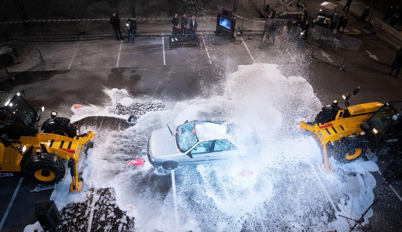 Marron lava el coche del cuñado de Pablo Motos al estilo 'El Hormiguero 3.0': con dos globos de agua gigantes